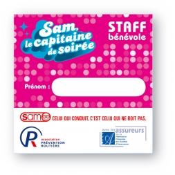 carte pvc personnalisee recto verso sur fond rose avec logo