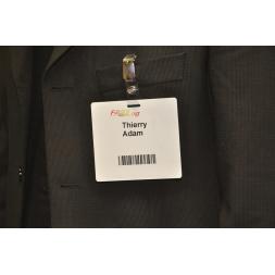 Carte-badge auto-adhesive en rouleau à plier