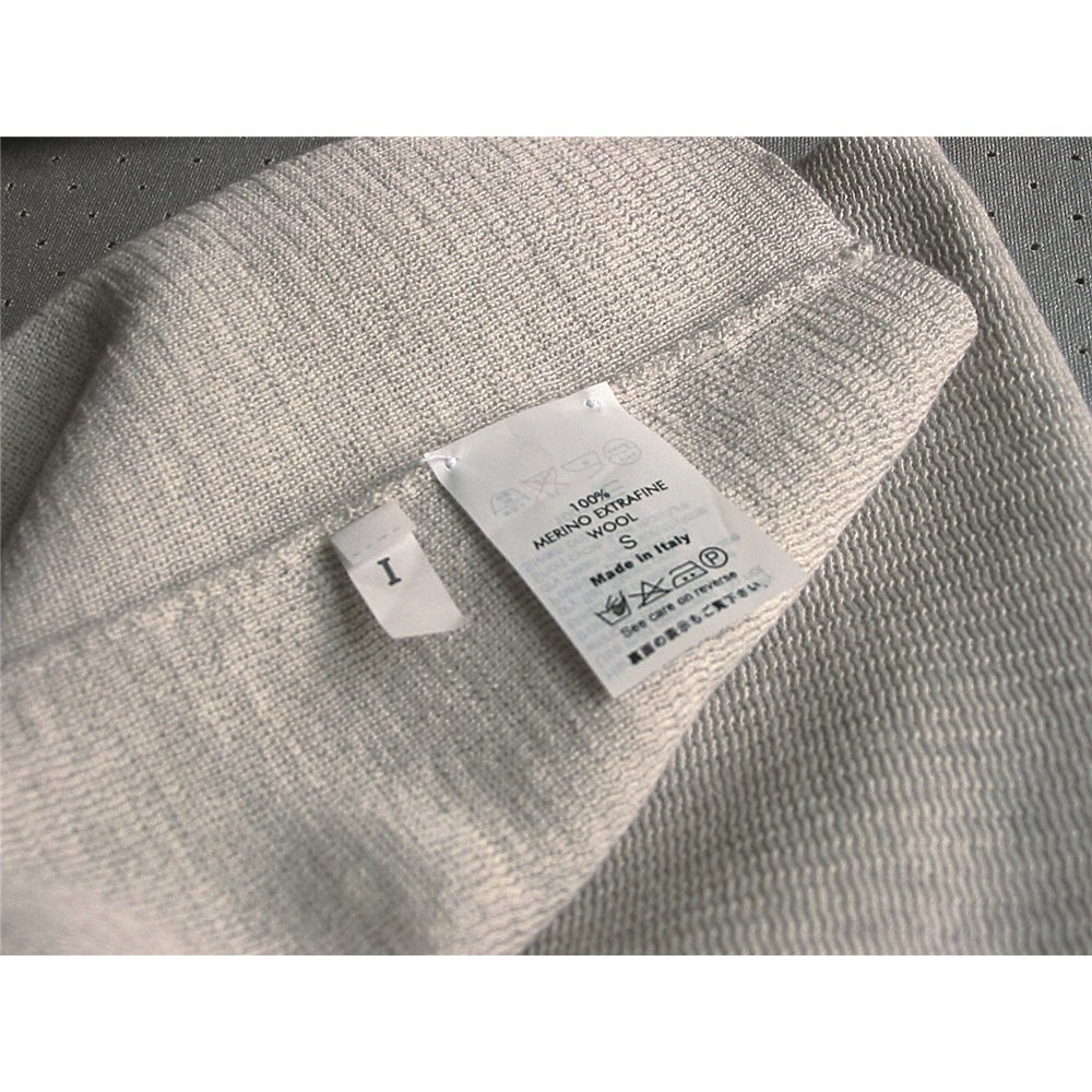 non adhesive nylon label on textile sewn en