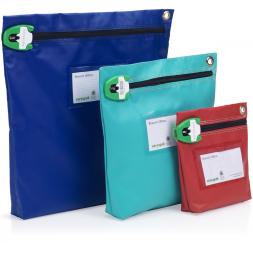 trois pochettes differentes tailles bleu vert rouge