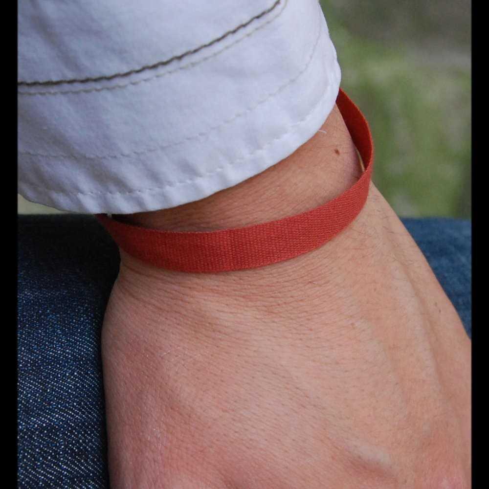 red cotton wristband en