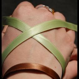 deux bracelets vert & marron satin eco sur poignet