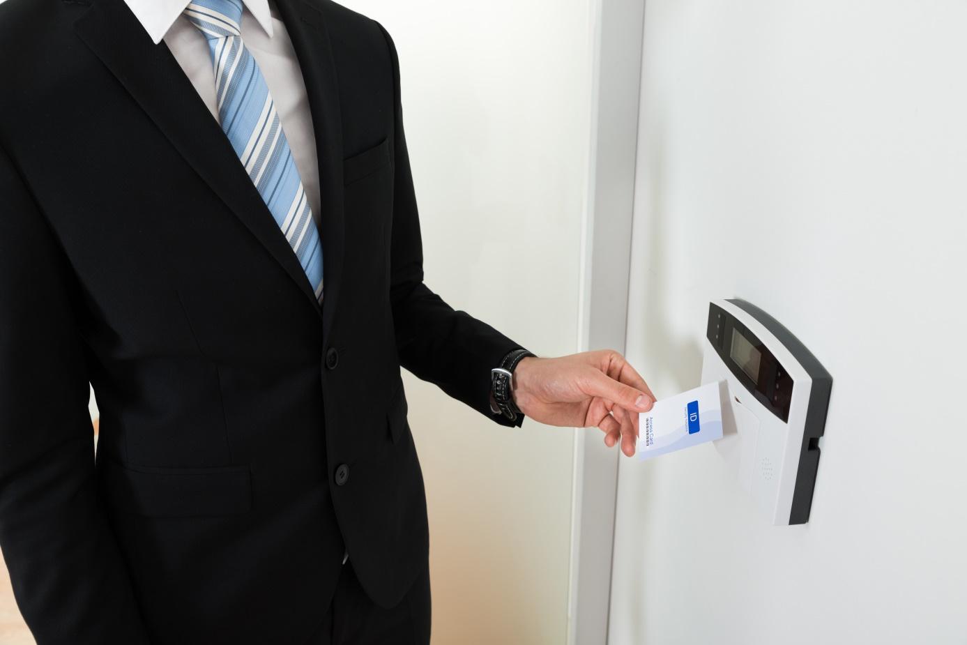 controle-acces-entreprise-carte-rfid-etui-protection