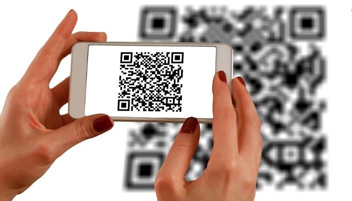qr code flashe avec smartphone