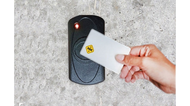 Which badge reader should you choose to control access to your premises ?